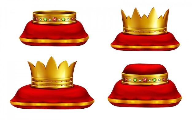 Königliche goldene kronen eingelegt mit kostbaren edelsteinen, die auf rotem zeremoniellem kissen liegen Kostenlosen Vektoren