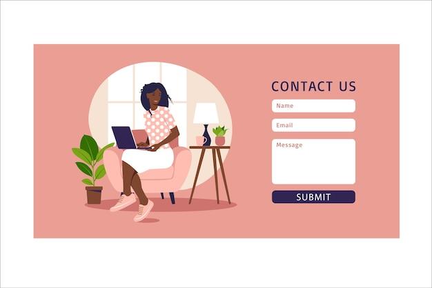 Kontaktieren sie uns formularvorlage für web und landing page. afrikanische kundin, die mit klient spricht. online-kundensupport, helpdesk-konzept und callcenter. in der wohnung. Premium Vektoren