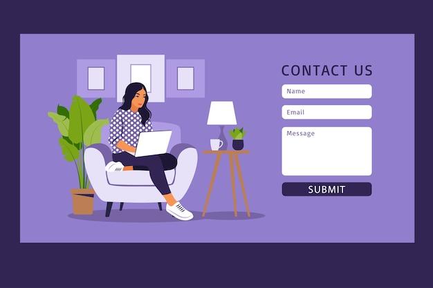 Kontaktieren sie uns formularvorlage für web und landing page. freiberufliches mädchen, das zu hause am laptop arbeitet. online-kundensupport, helpdesk-konzept und callcenter. Premium Vektoren
