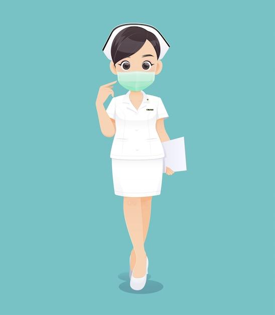 Krankenpflege trägt eine schutzmaske, eine karikaturärztin oder eine krankenschwester in der weißen uniform, die ein klemmbrett, vektorillustration im charakterdesign hält Premium Vektoren