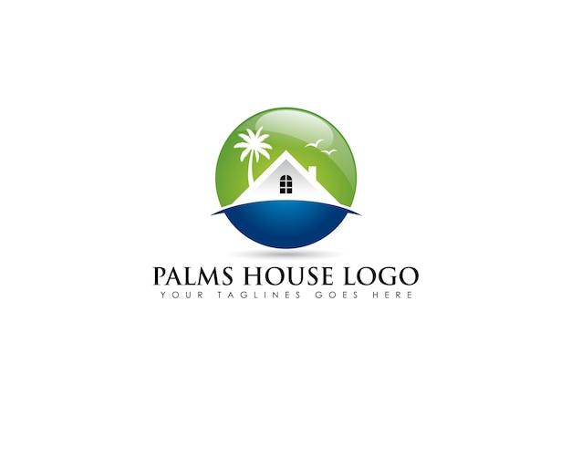Kreisemblemlogo über strandimmobilien mit weißem haus und kokosnussbaum hinten Premium Vektoren