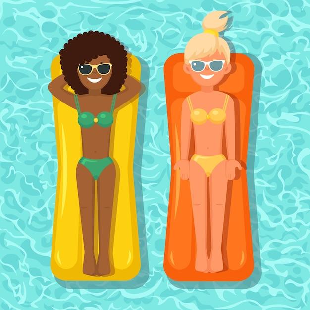 Lächeln frau, mädchen schwimmt, bräunung auf luftmatratze im schwimmbad. leute, die auf spielzeug mit ball auf wasserhintergrund schweben. unfähiger kreis. sommerferien, urlaub, reisen Premium Vektoren