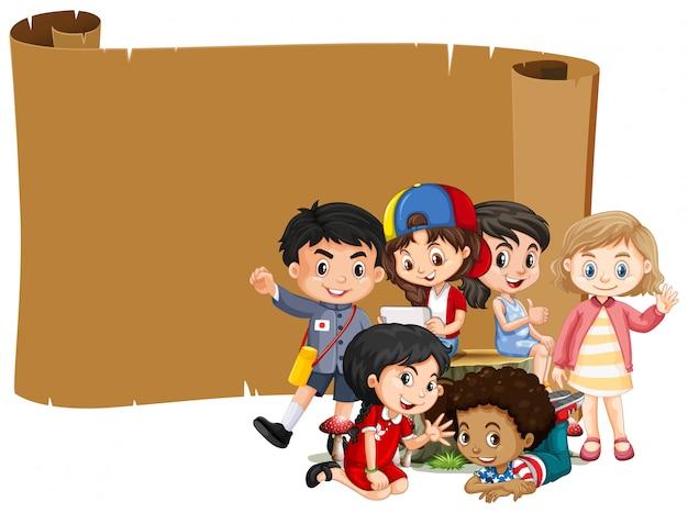 Leeres bannerdesign mit glücklichen kindern Kostenlosen Vektoren