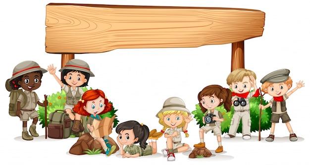 Leeres fahnendesign mit glücklichen kindern Kostenlosen Vektoren