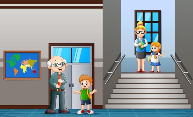 Lehrer und schüler gehen in der schule flur Premium Vektoren