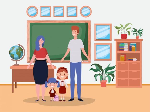 Lehrerpaare mit kleinen studentenkindern im klassenzimmer Kostenlosen Vektoren