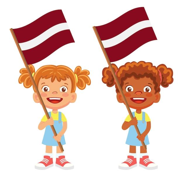Lettland flagge in der hand. kinder halten flagge. nationalflagge von lettland vektor Premium Vektoren