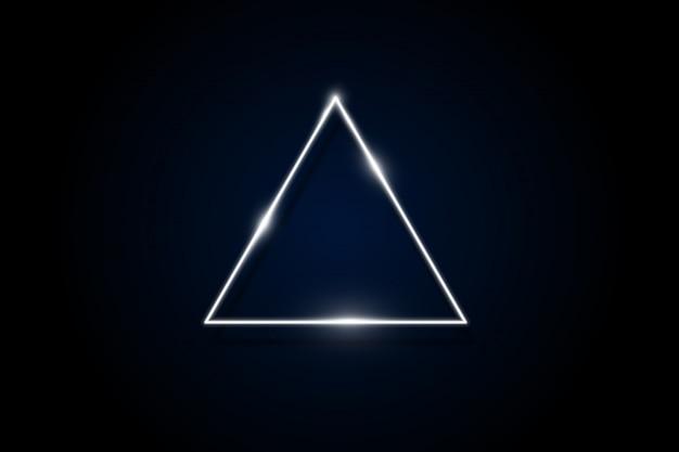 Leuchtend lila neon abgerundetes dreieck auf dunklem hintergrund beleuchtete geometrische polygon-frame Premium Vektoren