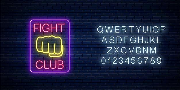 Leuchtendes neonkampfklubzeichen mit alphabet auf backsteinmauerhintergrund. Premium Vektoren