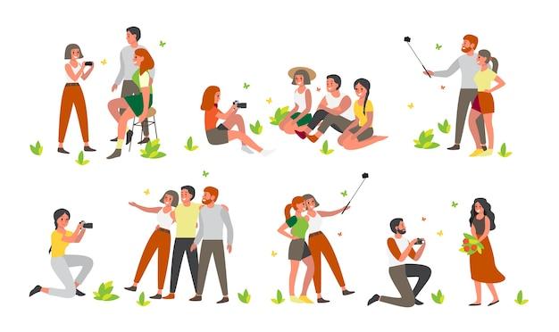 Leute, die zusammen bilder machen oder selfies machen. sommerzeit mit freunden. charaktere, die sich in verschiedenen situationen fotografieren. Premium Vektoren