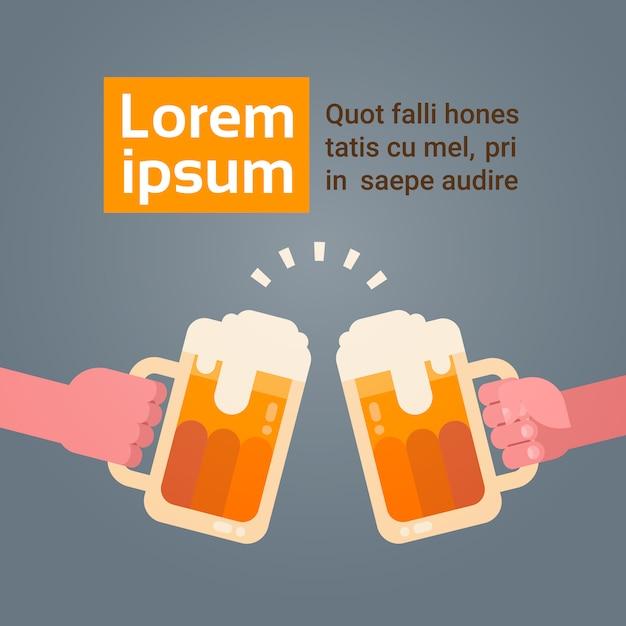 Leute-hände, die die bier-gläser klirren, die partei-feier-festival-konzept zujubeln Premium Vektoren