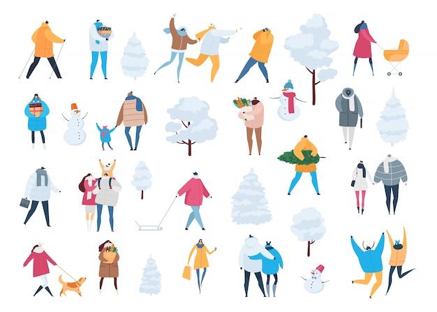 Leute in den winterzeichentrickfilm-figuren und -kindern gehen in winterzeit. illustrationssatz männer, frauen tragen weihnachtsbaum, geschenke, kaufen auf dem weihnachten, das auf weiß lokalisiert wird Premium Vektoren