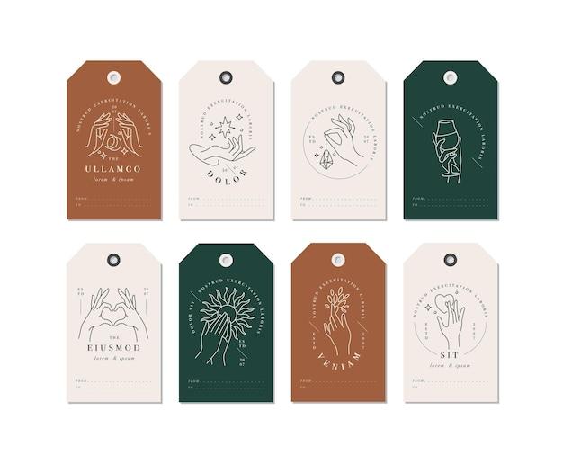 Lineare schablonenlogos oder embleme - hände in verschiedenen gesten, die auf tags abgebildet sind. Premium Vektoren