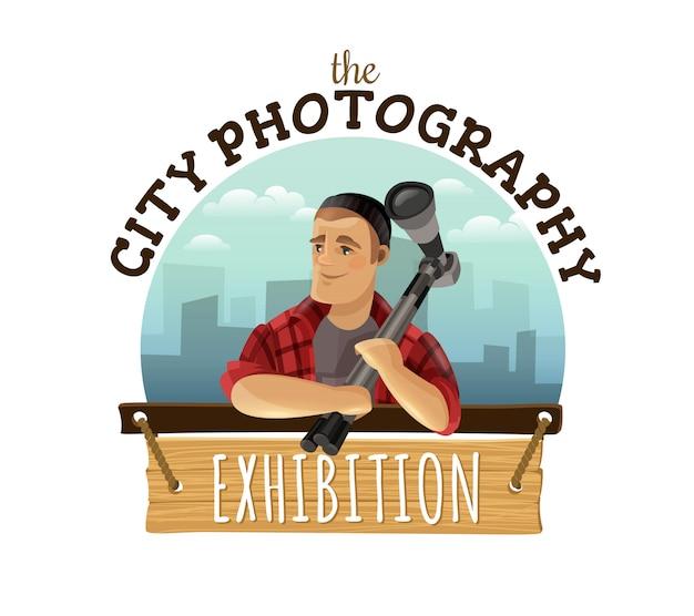 Logo-entwurfsanzeige der einzigartigen stadtphotographie kundenspezifische mit dem mann, der kamera gegen das stadtbild bunt hält Kostenlosen Vektoren