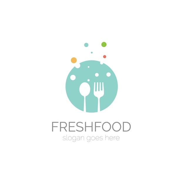 Logo mit löffel und gabel design Kostenlosen Vektoren
