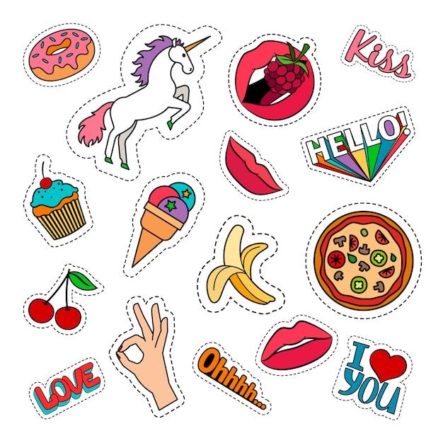 Lustige schrullige bunte lebensmittelaufkleber stellten mit pizza, kirsche, eiscreme, einhorn und wörtern ein. vektor-patches Premium Vektoren