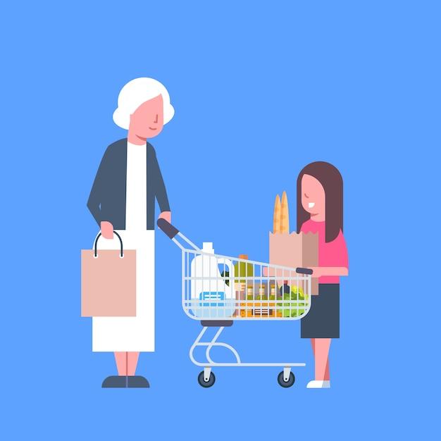 Mädchen mit dem großmutter-einkaufen, das papiertüte und warenkorb voll von den lebensmittelgeschäft-produkten hält Premium Vektoren