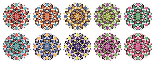 Mandala-muster in verschiedenen farben Kostenlosen Vektoren