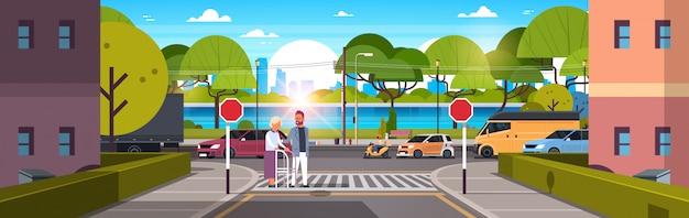 Mann helfen ältere frau mit spazierstock kreuzung straße Premium Vektoren
