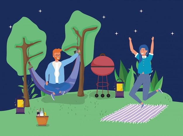 Mann in springendem kampierendem picknick der frau der hängematte Premium Vektoren