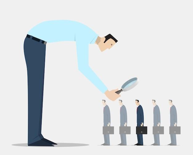 Mann mit lupe, der aus einer gruppe identischer gefährten die richtige person auswählt Premium Vektoren