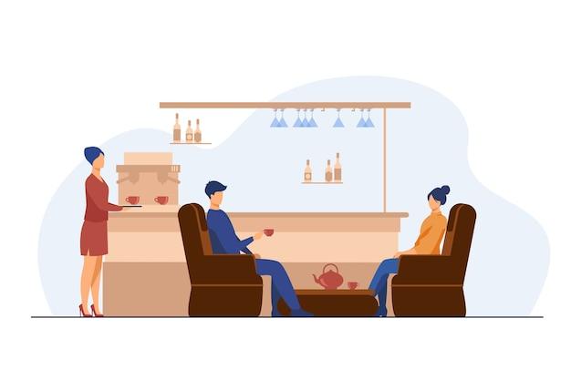 Mann und frau, die tee auf café trinken. glas, sessel, tasse flache vektorillustration. konzept für freizeit und urbanen lebensstil Kostenlosen Vektoren