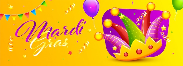 Mardi gras font mit buntem jester hat, ballonen und konfettis verziert auf gelb. header oder banner. Premium Vektoren