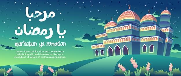 Marhaban ya ramadan mit der orange muster-grün-moschee an der nachtgruß-karte Premium Vektoren