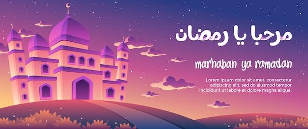 Marhaban ya ramadan mit einer ausgezeichneten moschee an der dämmerungs-gruß-karte Premium Vektoren