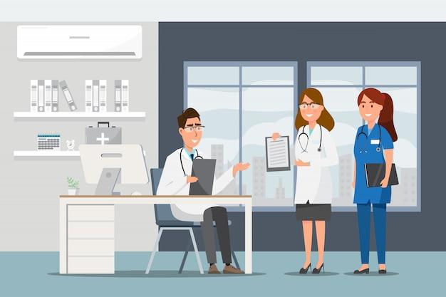 Medizinisches konzept mit doktor und patienten in der flachen karikatur an der krankenhaushalle Premium Vektoren
