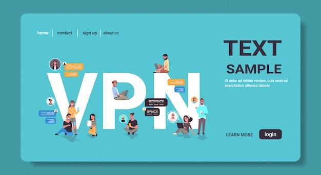 Menschen, die virtual private network vpn für die kommunikation cyber-sicherheit und datenschutzkonzept verwenden Premium Vektoren