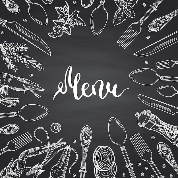 Menü auf schwarzer tafel mit hand gezeichneten geschirr- und lebensmittelelementen Premium Vektoren