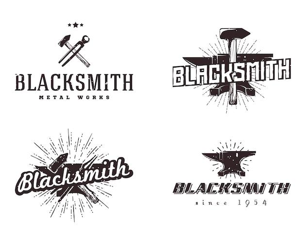 Metallarbeiten logos. satz schmiede- und metallabzeichen. vintage-stil, monochrome farben. Premium Vektoren