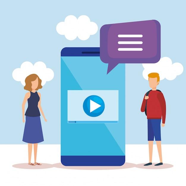 Mini menschen mit smartphone und sprechblase Kostenlosen Vektoren