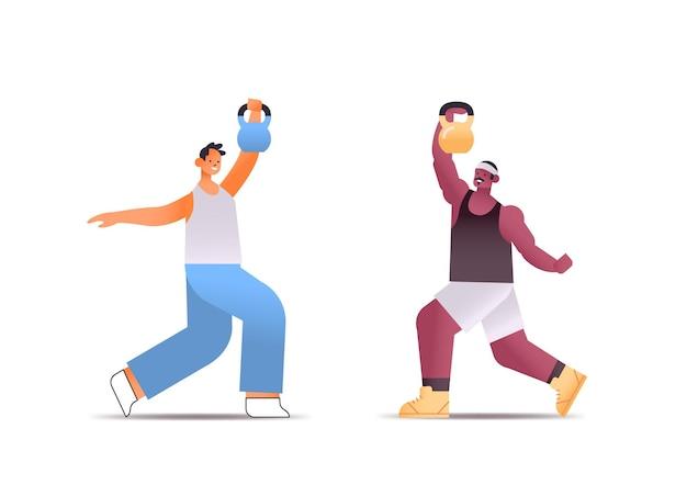 Mischen sie rennmänner in sportbekleidung, die körperliche übungen mit kettlebells gesundem lebensstilkonzept machen Premium Vektoren