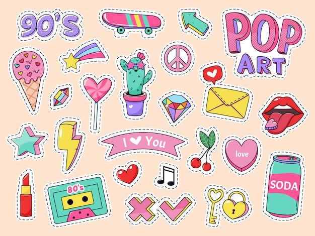 Mode pop art patch aufkleber. mädchen cartoon niedlichen abzeichen, gekritzel teenager patches mit lippenstift, niedlichen essen und 90er elemente, retro-aufkleber pack illustration icons mit musikkassette, lutscher Premium Vektoren
