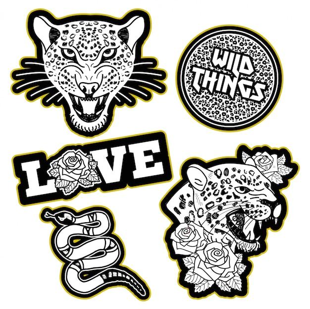 Modedesigndruck von aufnäher oder aufkleber für kleidung t-shirt bomber sweatshirt mit wilden wütenden köpfen von leoparden, rosa schlange, trendphrase, blumen rosen modern trendy ikone für streetwear-marke. Premium Vektoren