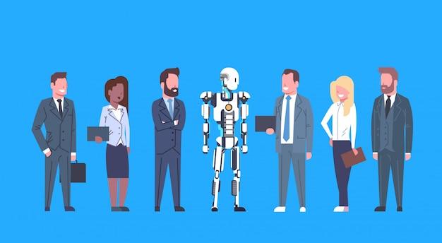 Moderner roboter, der mit geschäftsleuten gruppe futuristic künstlicher intelligenzmechanismus t kommuniziert Premium Vektoren