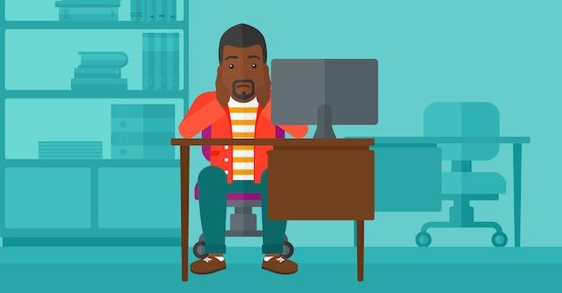Müder angestellter, der im büro sitzt. Premium Vektoren