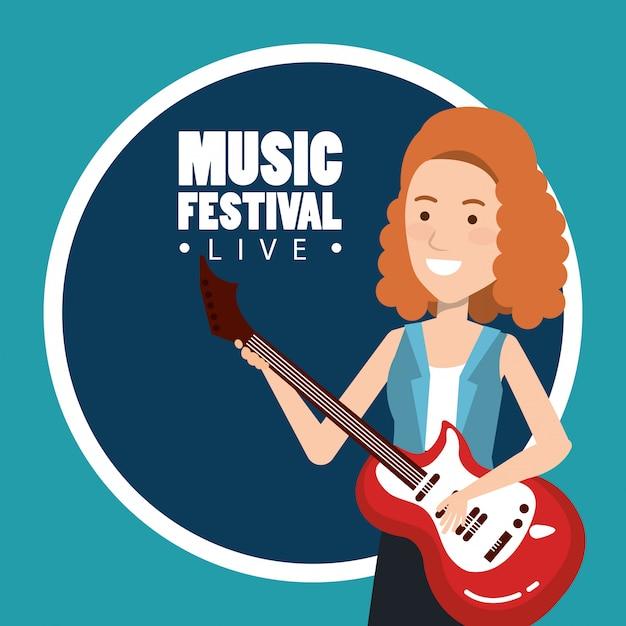 Musikfestival live mit frau spielt e-gitarre Kostenlosen Vektoren