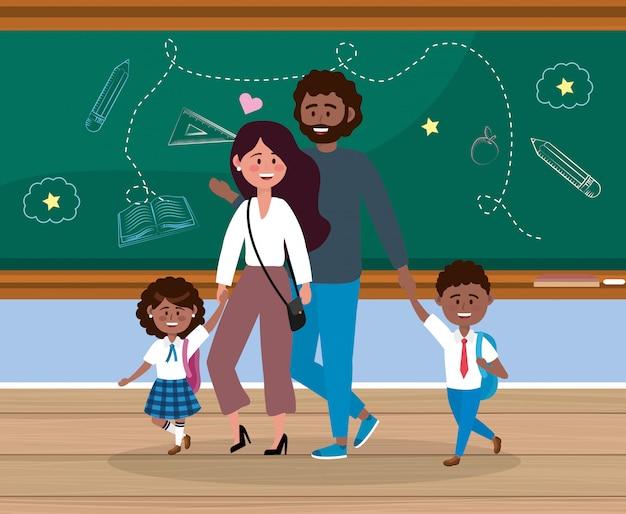 Mutter und vater mit ihren schülerinnen und schülern im klassenzimmer Kostenlosen Vektoren