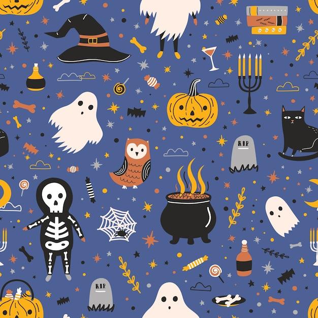 Nahtloses halloween-muster mit entzückenden gruseligen feiertagskreaturen und -gegenständen - geist, skelett, kürbislaterne, bonbons, schwarze katze, hexenhut, spinnennetz Premium Vektoren