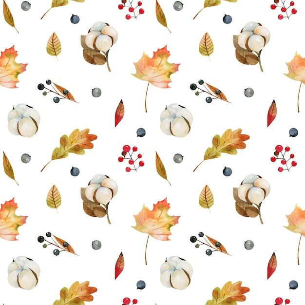 Nahtloses muster von aquarellherbstbaumblättern, baumwollblumen und waldbeeren Premium Vektoren