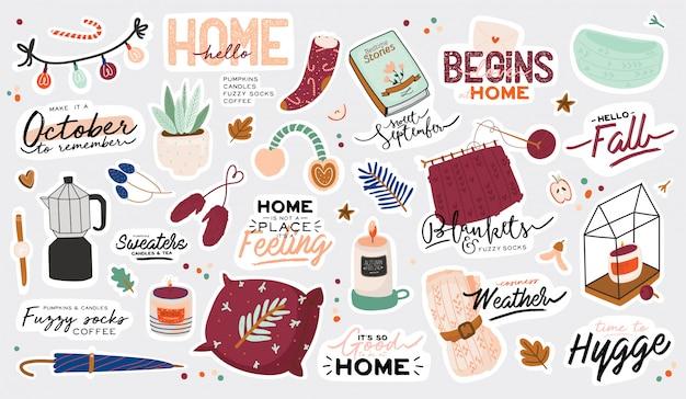Nette illustration mit gemütlichen elementen des herbstes und des winters. auf weißem hintergrund. motivierende typografie von hygge-zitaten für feiertage. skandinavischer dänischer stil. Premium Vektoren