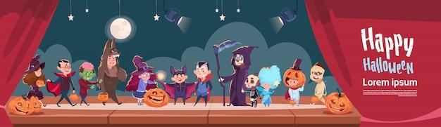 Nette kinder tragen monster-kostüm, glückliches halloween-fahnen-partei-feier-konzept Premium Vektoren