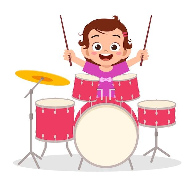 Nettes kleines mädchen spielen trommel im konzert Premium Vektoren