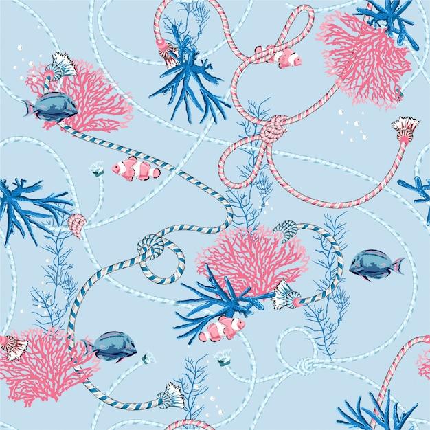 Nettes süßes nahtloses pastellmuster mit hand gezeichneten korallen golden und schatztier, -fischen, -seilen und -perlen auf hellblauer farbe. Premium Vektoren