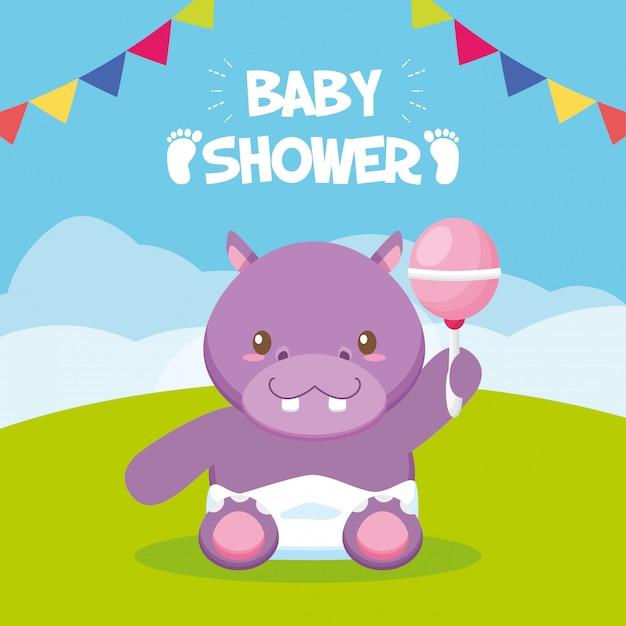 Nilpferd mit rassel für babypartykarte Kostenlosen Vektoren