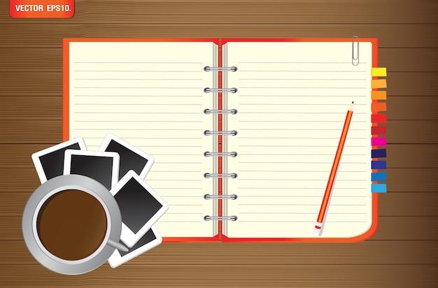 Notizbuch mit fotorahmen und kaffeetasse auf hölzernem hintergrund Premium Vektoren