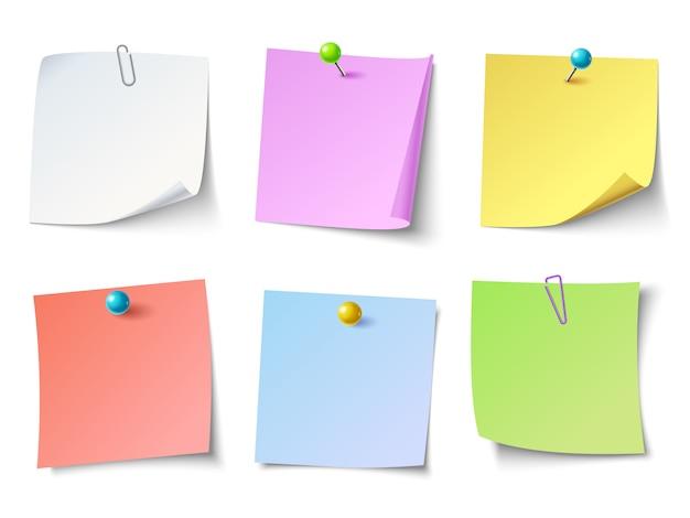 Notizen auf papier. draufsichtanmerkungs-aufklebersatz Premium Vektoren